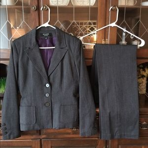 Women's Signature Larry Levine Suit Size 4
